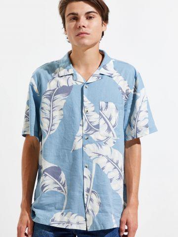 חולצת פשתן מכופתרת נשפכת בהדפס עלים