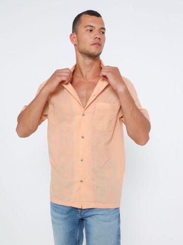 חולצה מכופתרת עם עיטורי רקמה UO / גברים