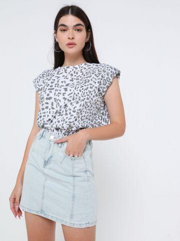 חצאית מיני ג'ינס בשטיפה בהירה