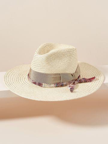 כובע קש רחב שוליים בשילוב סרטים