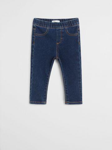 ג'ינס עם גומי מותן / 9M-4Y של MANGO