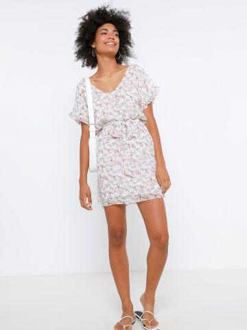 שמלת מיני בהדפס פרחים עם קשירה של YANGA