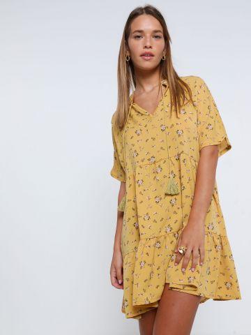 שמלת מיני קומות בהדפס פרחים עם חגורה ופרנזים של YANGA