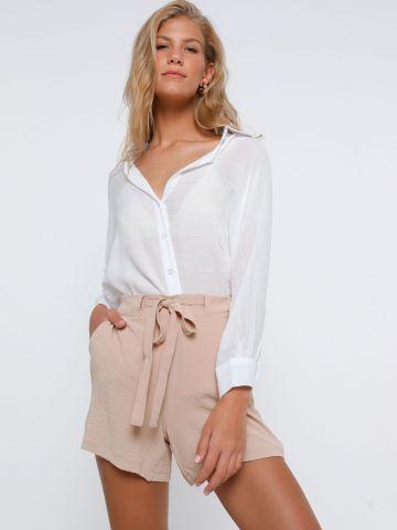 מכנסי קרפ קצרים עם חגורת קשירה של YANGA