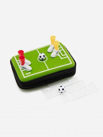 קלמר קשיח בעיצוב מגרש כדורגל של YOLO