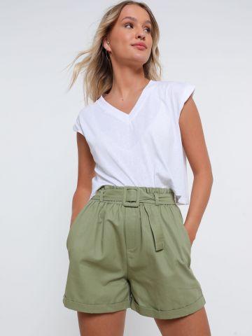 מכנסיים קצרים עם חגורה של YANGA