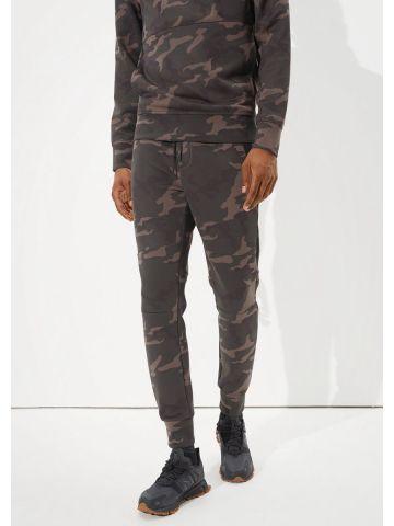 מכנסי טרנינג בהדפס קמופלאז' של AMERICAN EAGLE