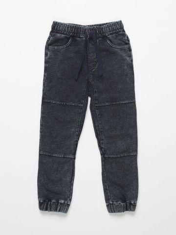 מכנסי טרנינג עם תיפורים / בנים של THE CHILDREN'S PLACE